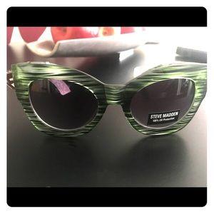 NWT AUTHENTIC Steve Madden Green Hip Sunglasses